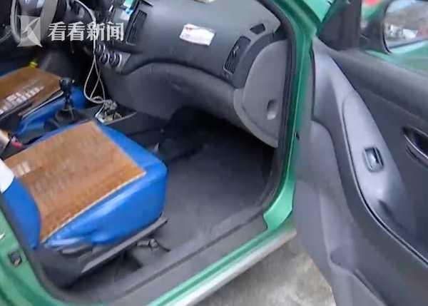 乘客酒后在车内撒尿 殴打司机