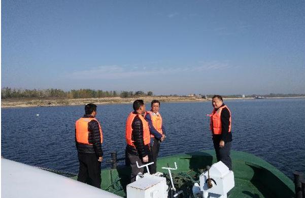 """黄冈市、区两级水产渔政部门在巴河水域开展""""周末大清河""""行动"""
