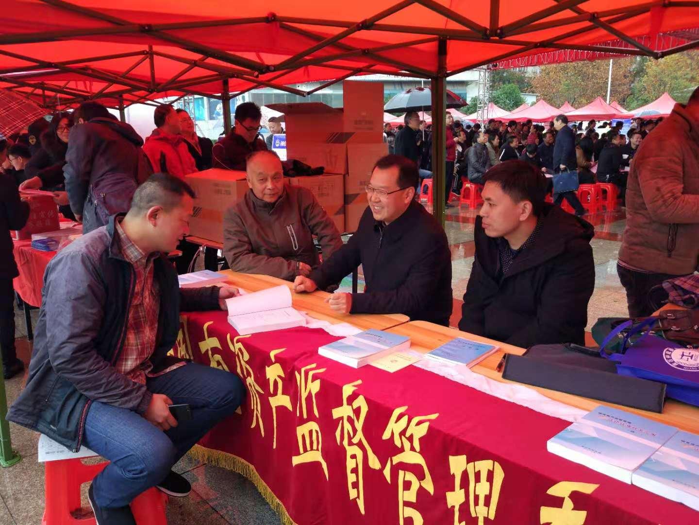 """黄石市国资委开展""""12.4""""法治宣传日活动"""