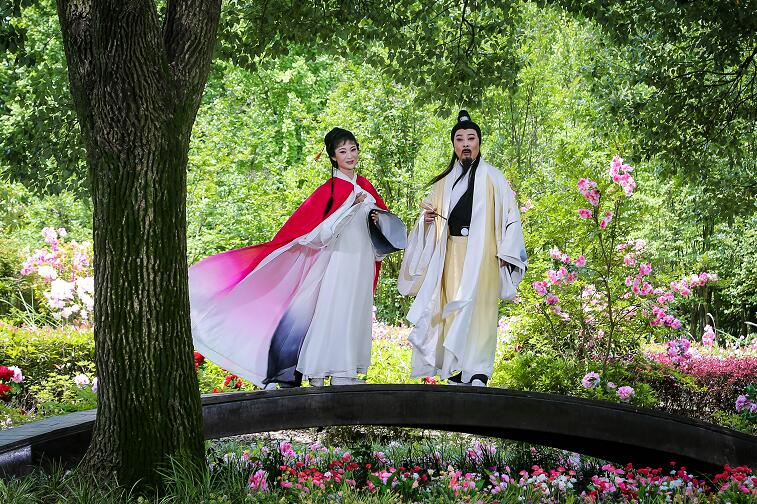 黄梅戏故事片《千古东坡》在黄州赤壁公园取景拍摄