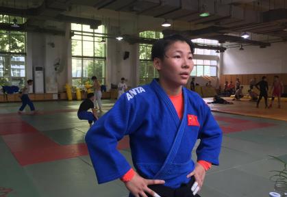 黄冈市体育中学敞开母校怀抱温馨慰问全国女子柔道冠军