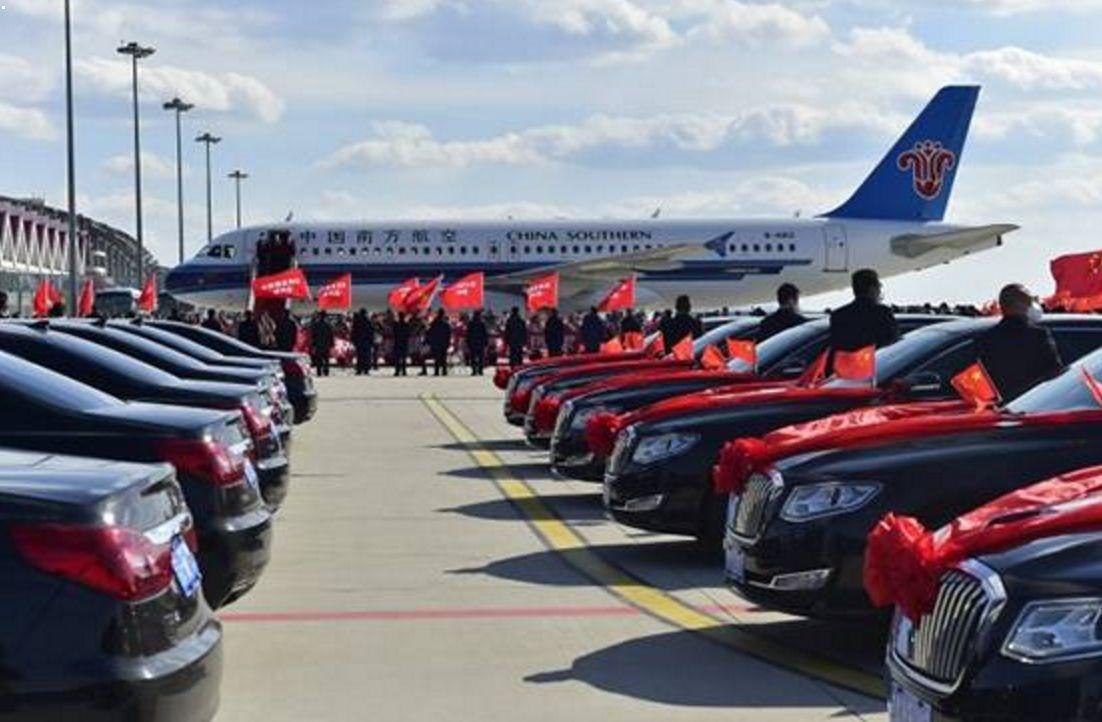 吉林用50辆红旗车接回医疗队