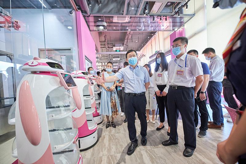 碧桂园旗下机器人餐厅综合体开业 计划打造一