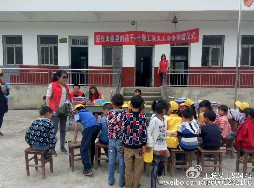 """郧阳区:山旮旯里的""""妈妈""""教师成义工榜样"""